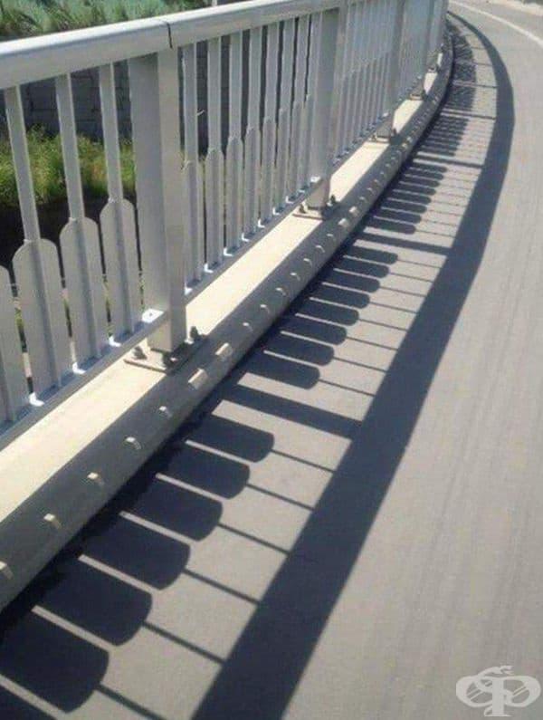 Сянка, наподобяваща клавиши на пиано.