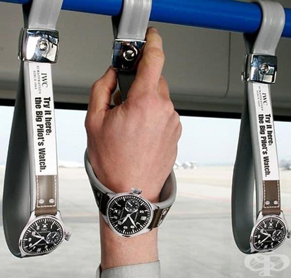 Реклама на чаовници в обществения транспорт в Дубай.