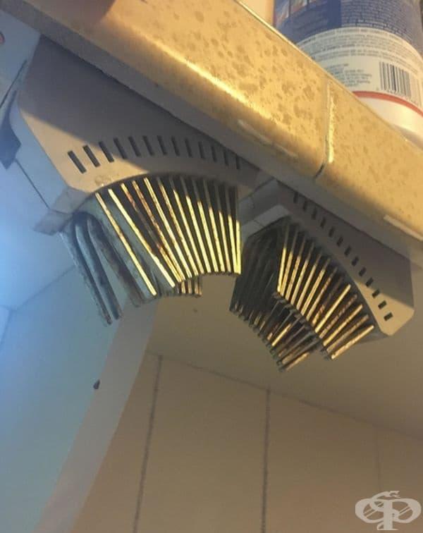 Това е дъгов улей, набор от изолиращи бариери на прекъсвач, разположен да ограничи електрическата дъга и да предотврати повреда.