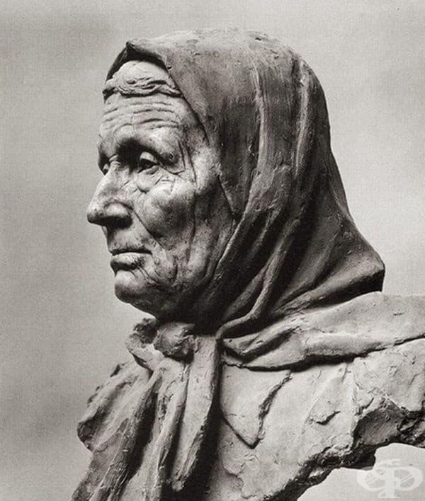 Тази скулптура е изработена от глина.