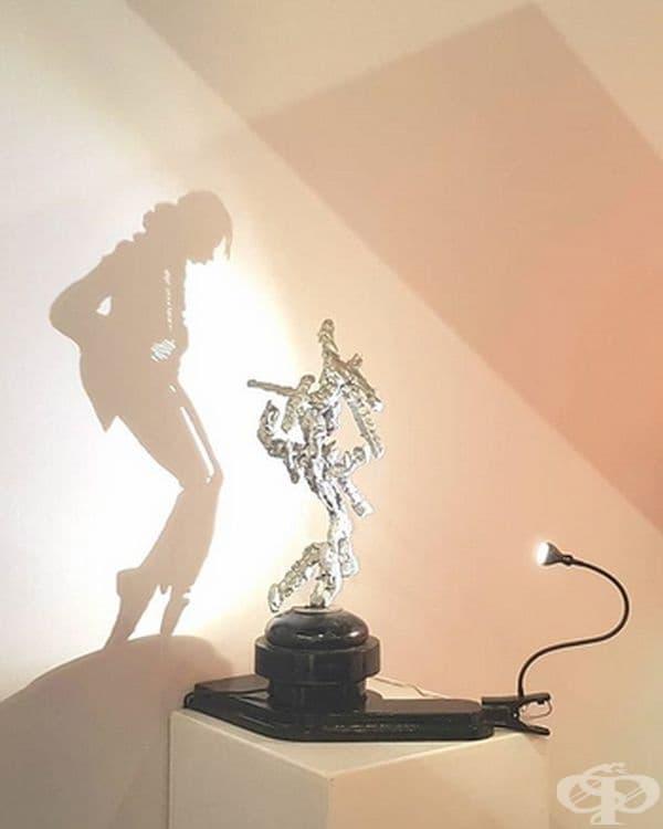 Привидно - невъзможната сянка на Майкъл Джексън.