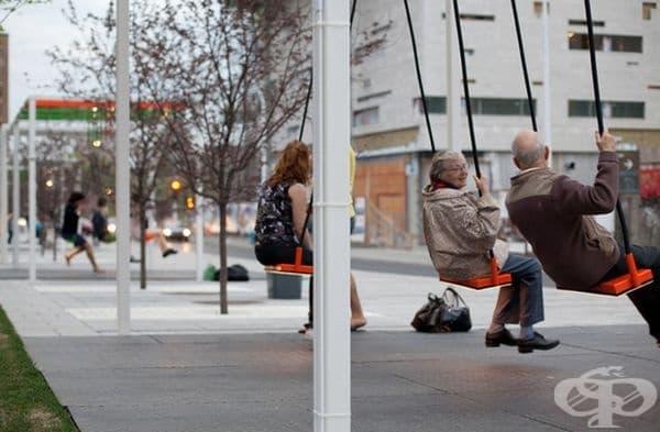 Подобна автобусна спирка припомня детството на хората.