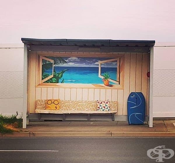 На тази автобусна спирка винаги е лято.