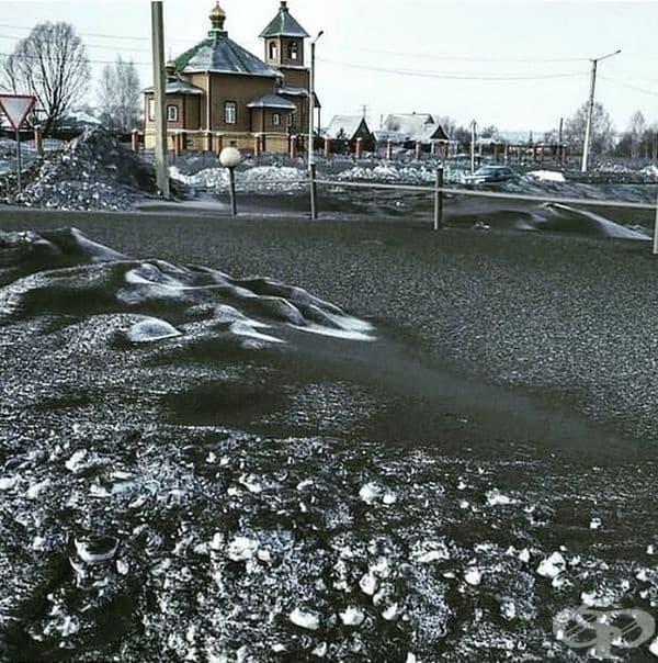 Снимка от Сибир, където вали не бял, а черен сняг.