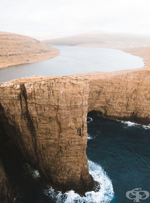 Езеро над морето: Сорвагсватн е най-голямото езеро на Фарьорските острови.
