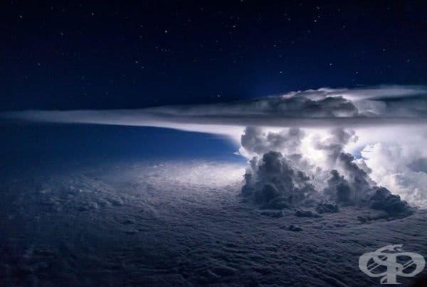 Тихоокеанска буря с 11 300 м. над океана.