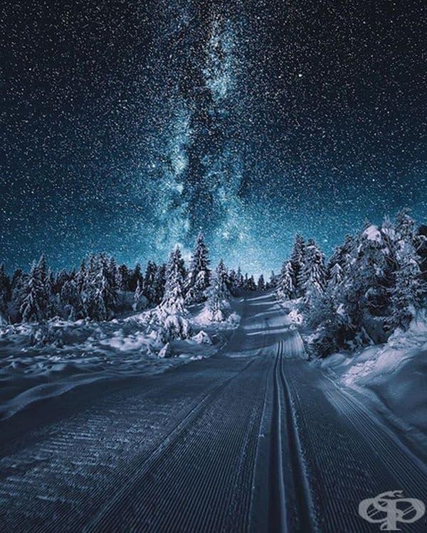 Ясна, звездна нощ в Норвегия.