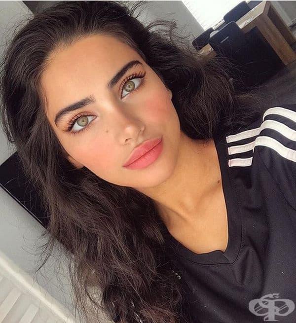 Негин Галаванд, 17-годишна красавица, която прилича на персийска богиня.