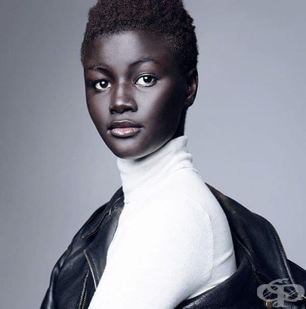 """Худия Диоп, модел с изключително тъмна кожа, поради което е позната като """"Богинята на меланина""""."""
