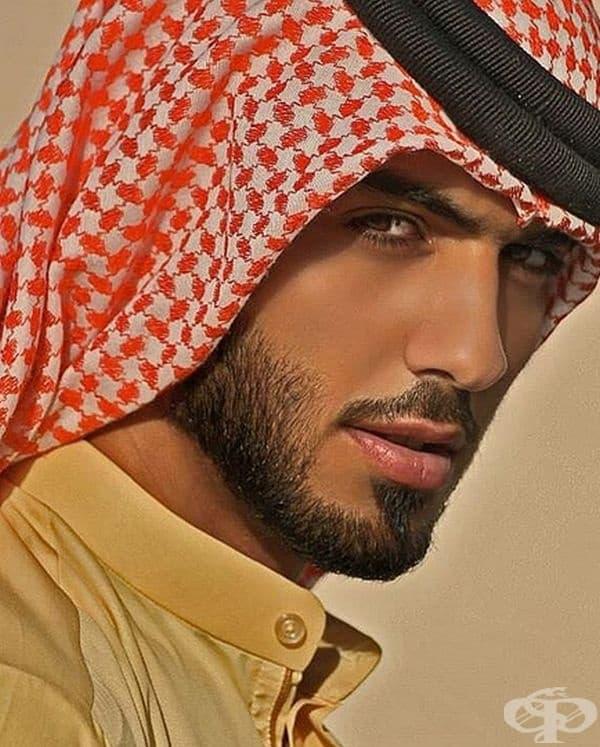 Омар Боркан е поет, който е принуден да напусне Саудитска Арабия, защото е прекалено красив.