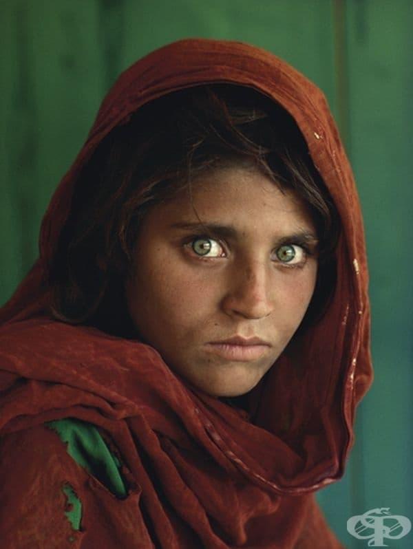 Шарбат Гула е афганистанското момиче, което пленява света с очите си.