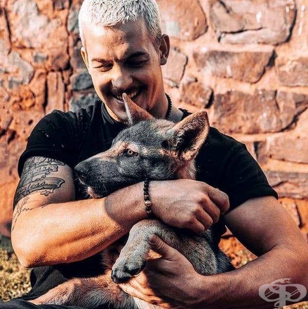 Този мъж напусна престижната си работа и се премести в Африка, за да спасява диви животни