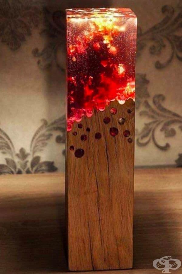 Лампа, която прилича на парче тлеещо дърво.