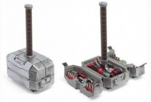 Набор от инструменти в кутия във формата на чук Тор.