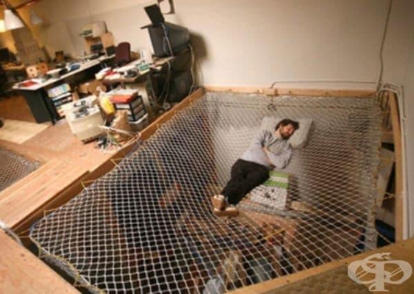 Хамак вместо под, интересно и удобно.