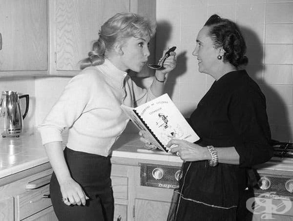 Освен на социални събития и в киното, Мерилин Монро се е появявала и в кухнята.
