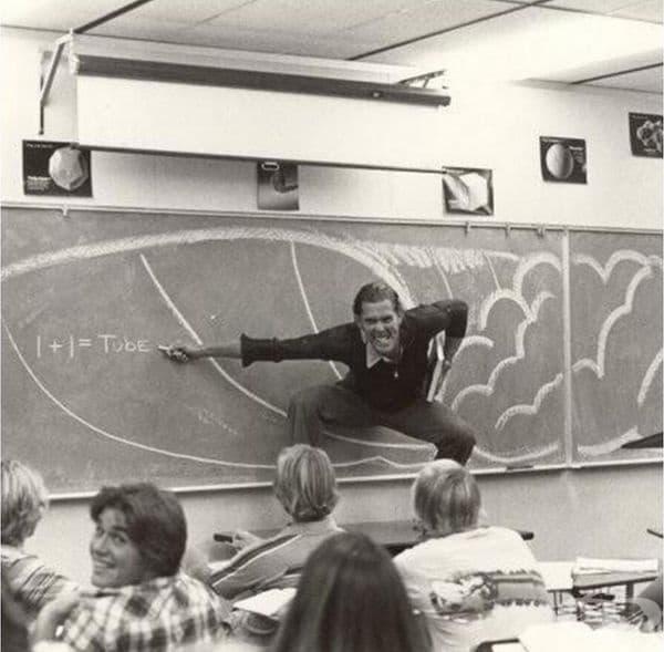 Калифорнийски учител демонстрира физиката на сърфирането по време на своята лекция в края на 70-те, началото на 80-те години.