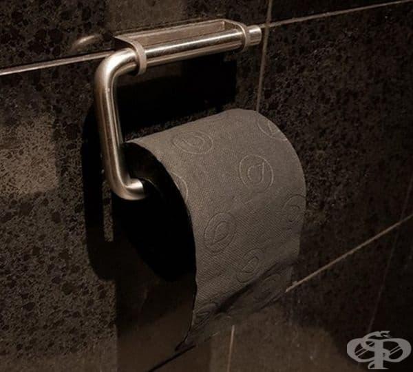 Черна тоалетна хартия без отделителна лента.