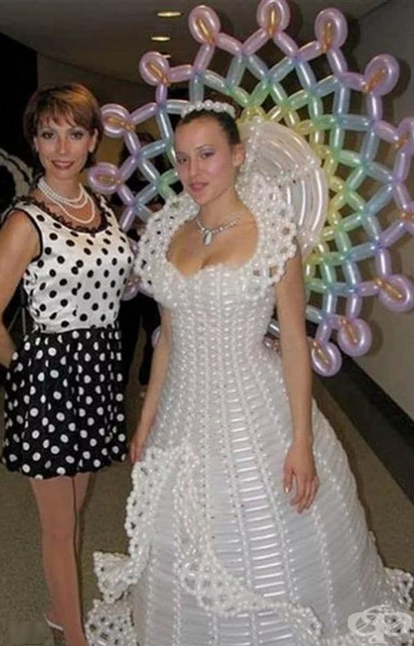 Сватбена рокля от балони.