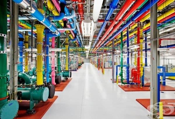 Вътрешността на един от центровете за данни на Google.