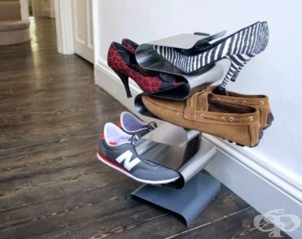 Практична стойка за обувки - улеснява видимостта и достъпа до обувките, без да заема много място.