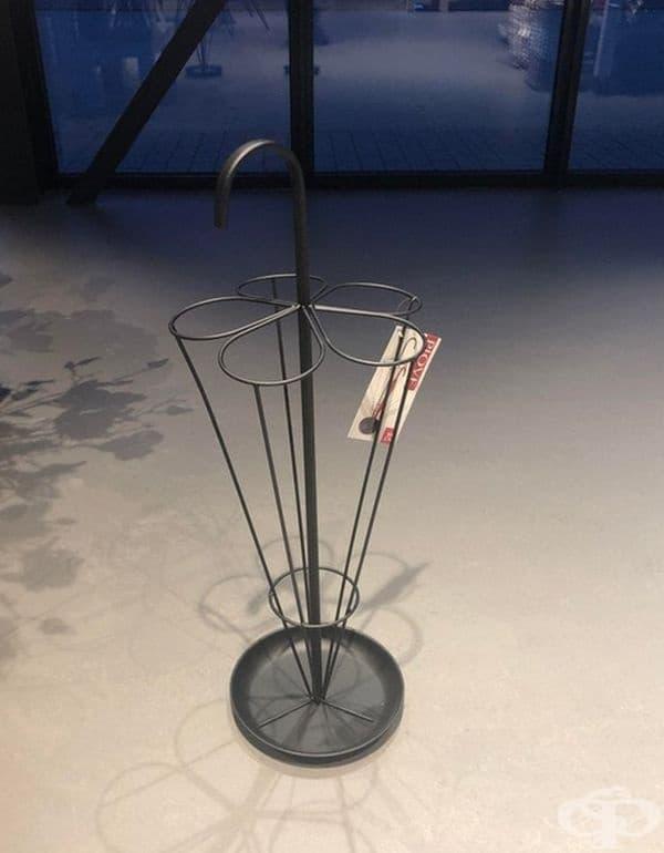 Поставка за чадъри, която е изработена във формата на чадър