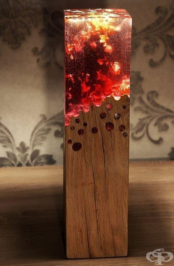 Лампа, която имитира изгаряща повърхност.