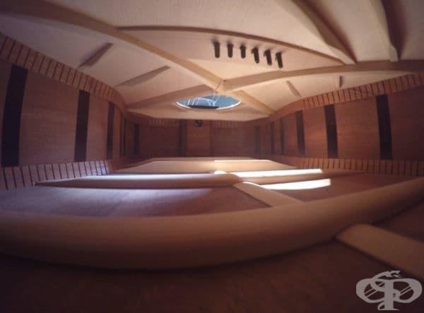 Вътрешност на китара - изглежда като скъп апартамент.