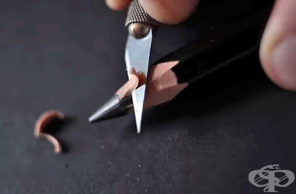 Вижте колко е труден процесът на създаване на подобни миниатюри. Художникът има собствен канал в YouTube, където показва как оформя миниатюрите. Ние ще ви покажем няколко снимки от там.