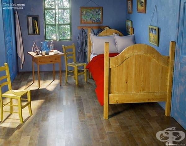 Спалнята разполага с прости дървени мебели и собствени произведения на изкуството по стените.