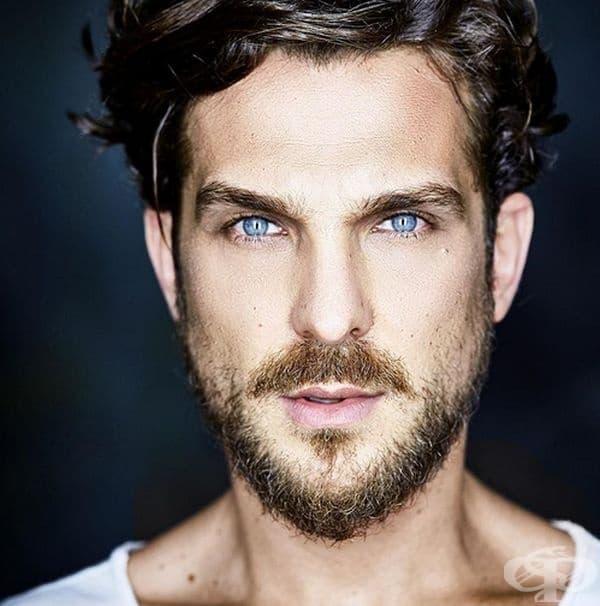 Бразилия. Международно признатият образ на красив бразилец се характеризира с тъмна коса, кафяви очи и слънчев загар. Жените в Бразилия обаче харесват мъже със светли очи, къдрици, лек загар и разбира се релефна фигура.