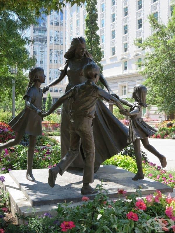 Майка и нейните деца, Солт Лейк Сити, САЩ.