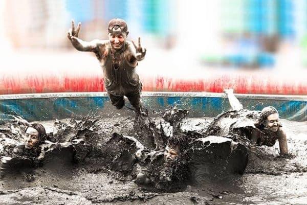 Boryeong Mud Festival, Южна Корея. Фестивалът стартира от 1998 г. от маркетингова компания, използваща калта в козметиката си. Според някои изследвания, тази кал има още по-лечебни свойства от калта от Мъртво море в Израел.