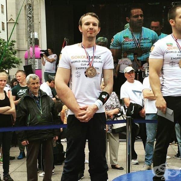 Световният шампион по канадска борба Матиас Шлит.