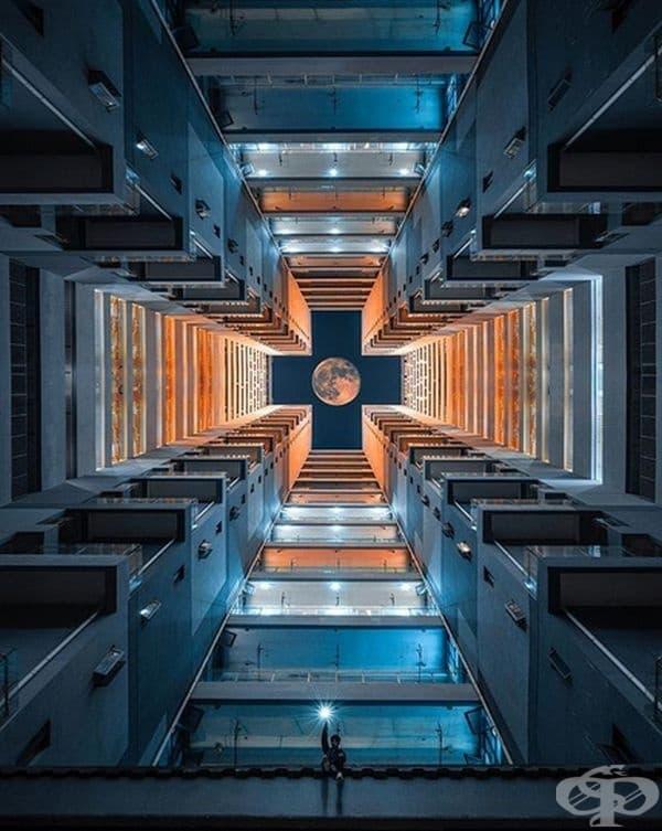 Дори човекът на луната би се зарадвал на подобна симетрия.