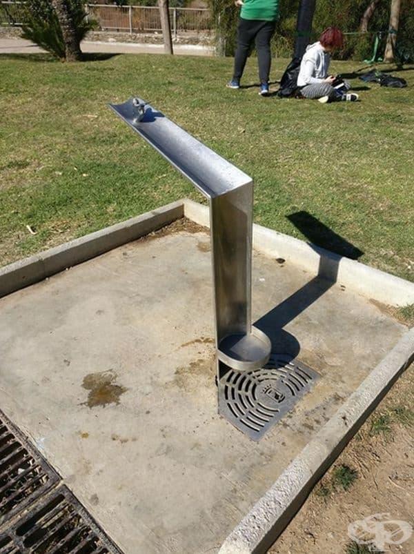 Паркова чешма, която е удобна за използване и от кучета.
