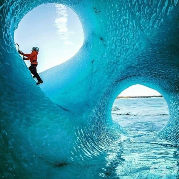 Ледени пещери в Исландия.