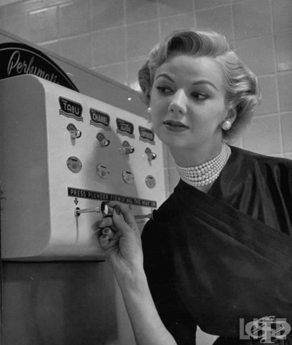 Машина за пръскане на парфюм, 1952.