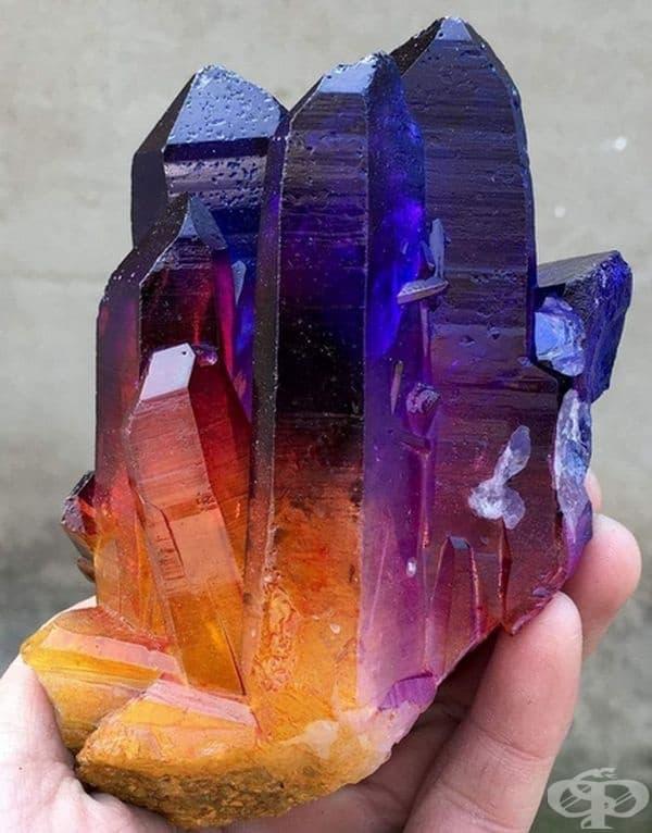 Уникален кварц с цвят на дъга.