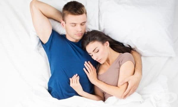 Обгръщащата поза. Тази позиция означава високо ниво на доверие. Имате открити отношения, основани на уважение, любов и приятелство. Позата е чудесна за двойки, които закрепват взаимоотношенията си.