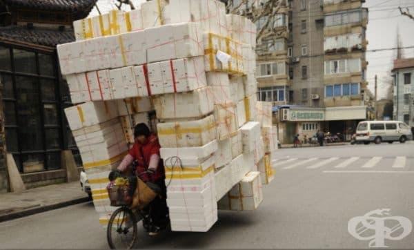 Сигурно е доста трудно да се опаковат всички тези кутии, но вероятно е още по-трудно да се маневрира с тях по пътя.