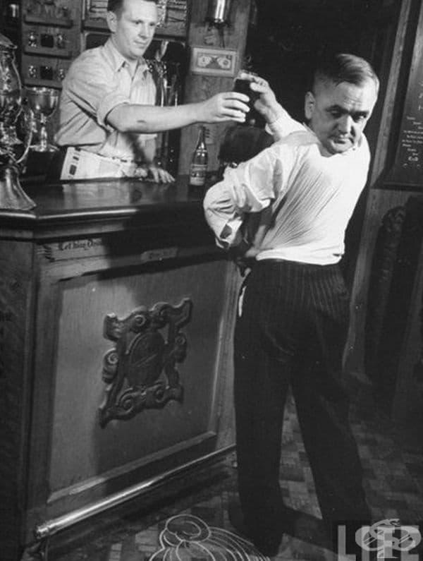 """Мартин Лаурело или """"Човекът бухал"""" е имал фантастичната способност да обръща главата си на 180 градуса."""