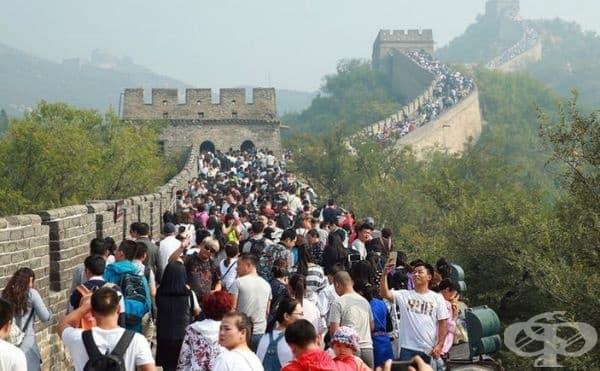 Великата китайска стена - твърде много туристи. Мястото се посещава годишно до 10 милиона души.