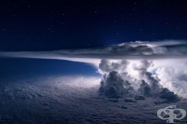 Гръмотевична буря - изглед от самолет на височина от 11 000 метра.