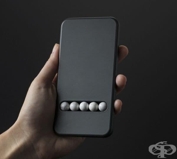 Устройство против пристрастяването към смартфоните. Този предмет достоверно имитира смартфон по размер и тегло. Единствената му функция е да ангажира човек с топчетата, които могат да се въртят, имитиращи движенията на пръстите на сензорния екран.