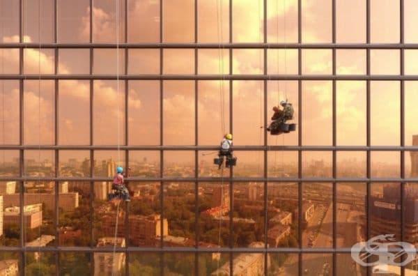 "Работна дейност на промишлени алпинисти по кулата ""Меркурий"", Москва, Русия."