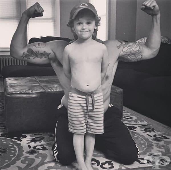 Той е силата зад своите деца.