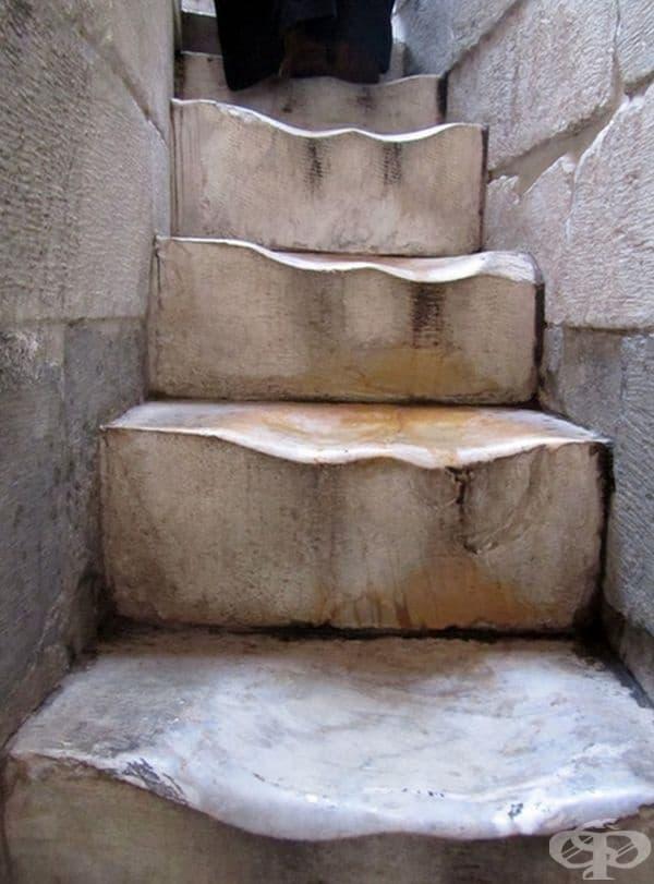 Мраморните стълби на кулата в Пиза са на 500 г.