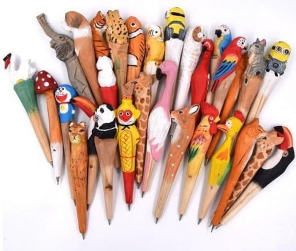Химикалки от дърво с накрайник по избор.