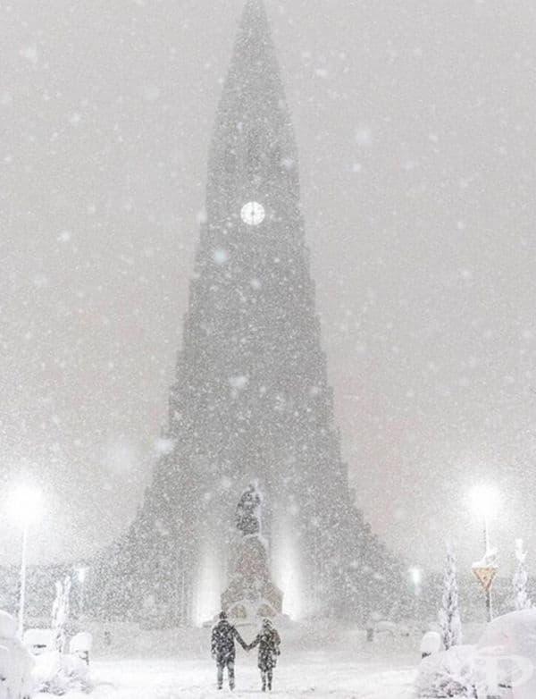 Невероятна снежна покривка в Исландия.
